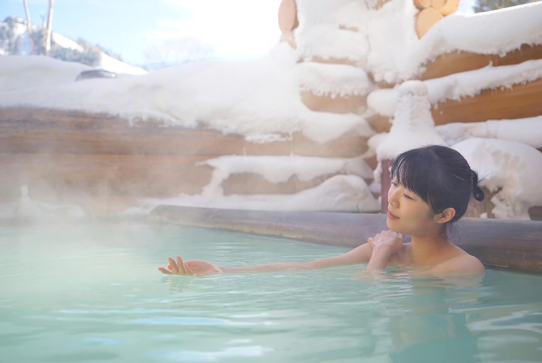 モデル 冬の露天風呂